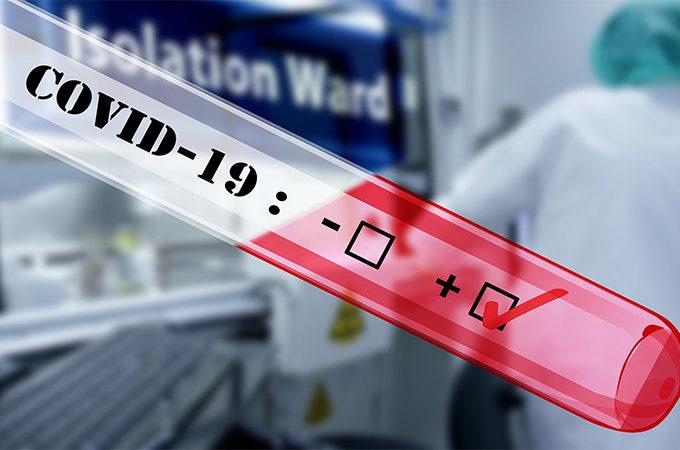 Pacjent wykazujący objawy grypy na oddziale ratunkowym